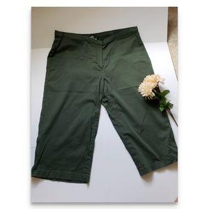 Green chino capris